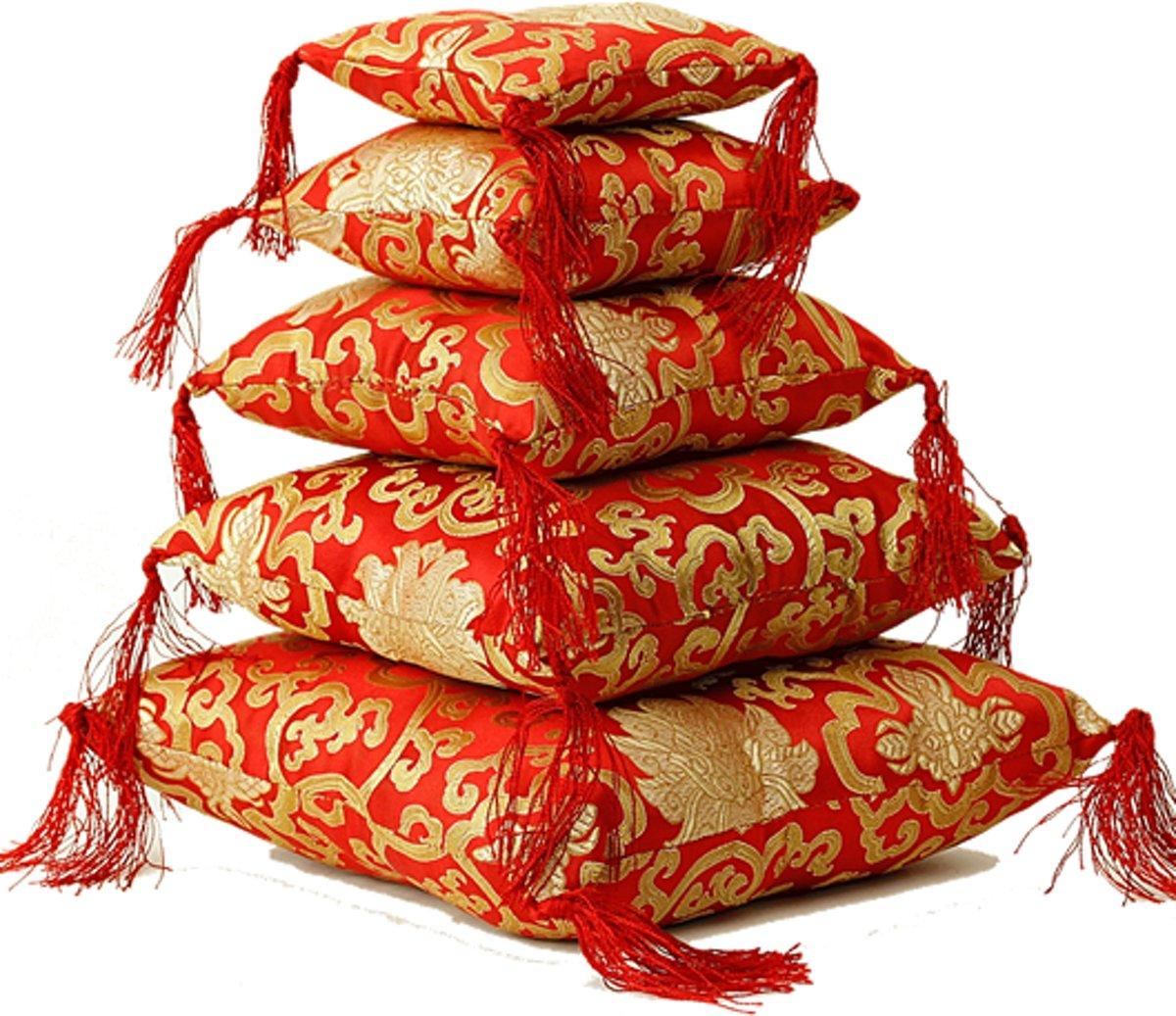 Klankschaalkussen rood met bloemmotief - 18x18x5 cm - M